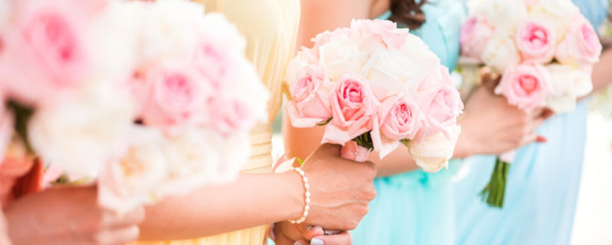 Bridesmaid holding a bouquet of roses at the wedding.